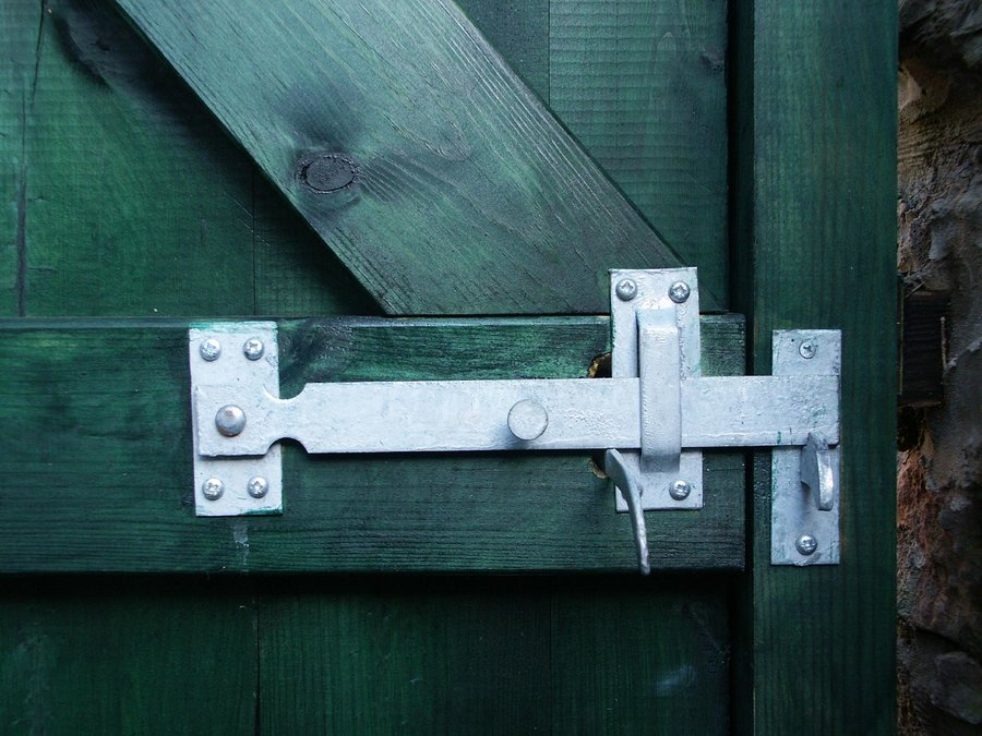 our service suggests good locks in the garden