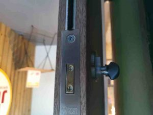 internal lock in door for business