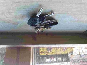 lock outs call emergency locksmith